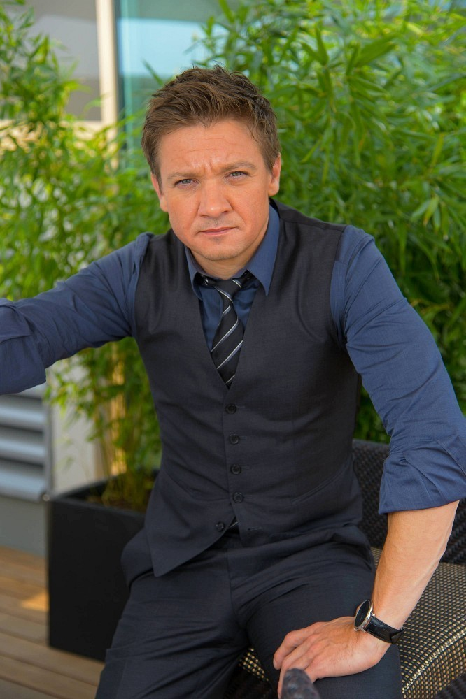 Jeremy Renner Photos P...