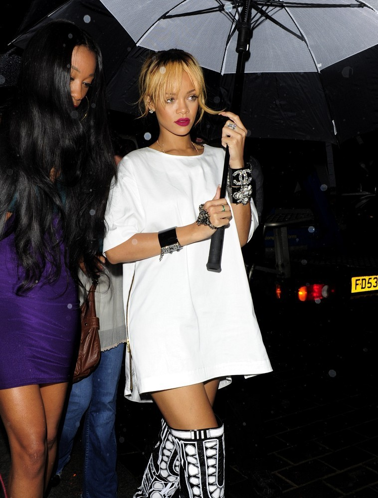 Celeb Photos: Rihanna Slaying London in Tom Ford Boots ...