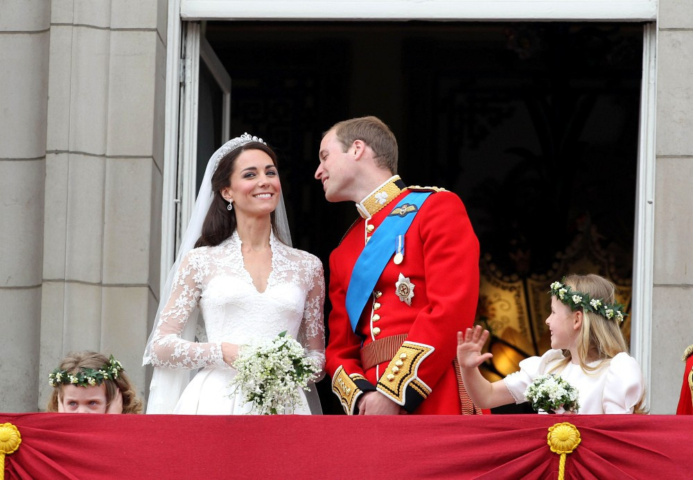 Kate middleton photos photos royal wedding the balcony for Queens wedding balcony