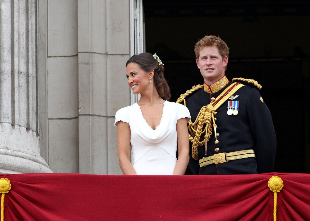 Pippa middleton in royal wedding the balcony zimbio for Queens wedding balcony