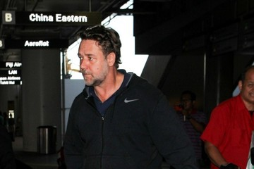 Russell Crowe Russell Crowe Arrives at LAX