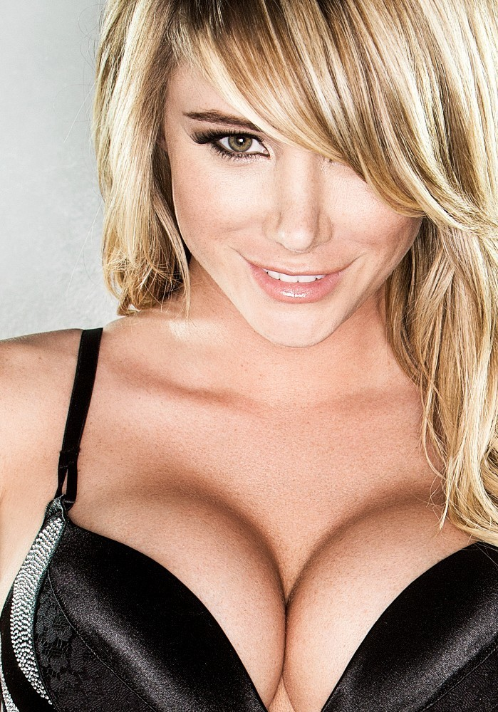 sara jean underwood poses at a photo shoot   pictures