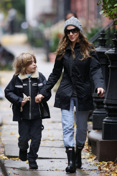 Sarah Jessica Parker Sarah Jessica Parker wears a pair of Hunter boots as she walks James Wilke (b. October 28, 2002) to school.