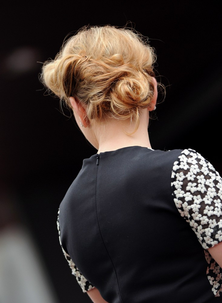 Scarlett Johansson Backview Of Hairstyle With Retro Twist From Front