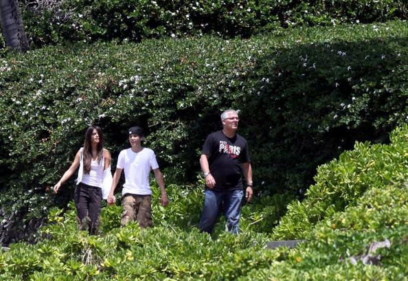 selena gomez and justin bieber at the beach hawaii. Selena Gomez and Justin Bieber