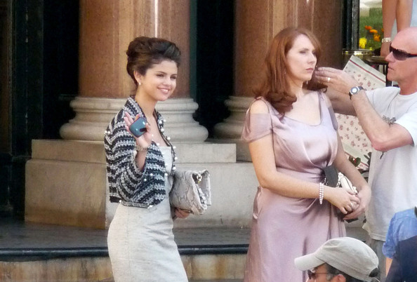 Selena Gomez looks grown-up and sophisticated while filming