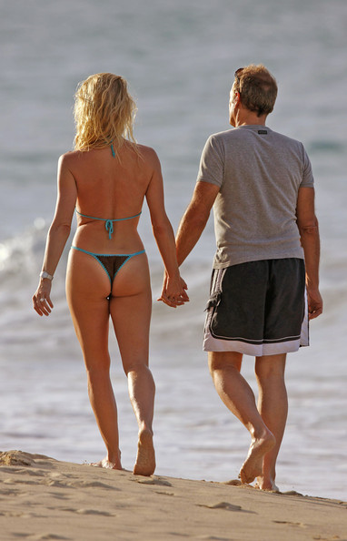 Nicollette Sheridan and Michael Bolton at the Beach - Zimbio