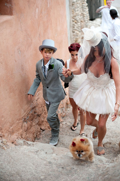slash and perla hudson renew their vows in ibiza 2 of 33