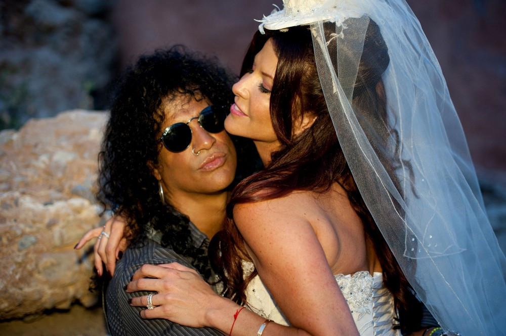 Slash Photos Photos Slash And Perla Hudson Renew Their