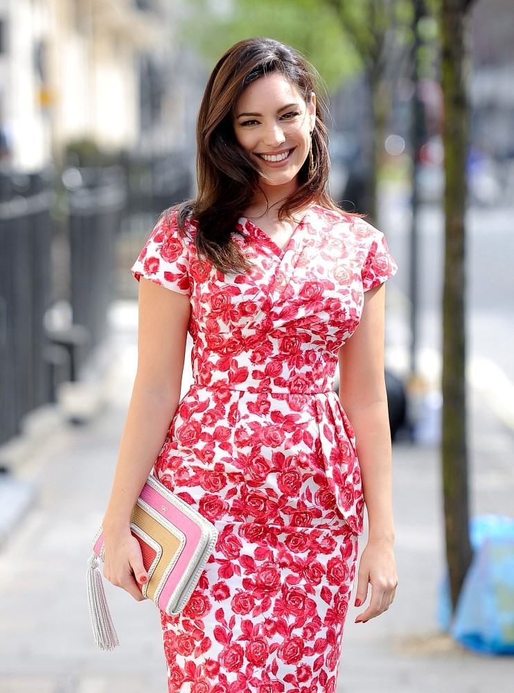 Kelly Brook Heads Out for the Day 5