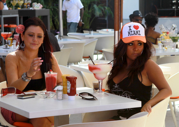 "Nicole Polizzi Nicole ""Snooki"" Polizzi and Jenni ""JWoww"" Farley have some cocktails together.  Before long, Snooki gets into an argument with a nearby table."