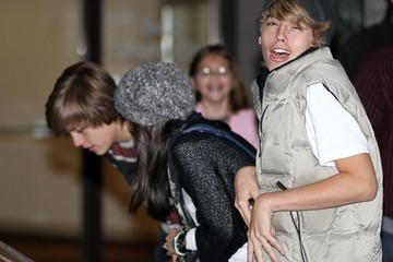 Brenda Song Dylan Sprouse Cole Sprouse Gets Dinner with His Brother