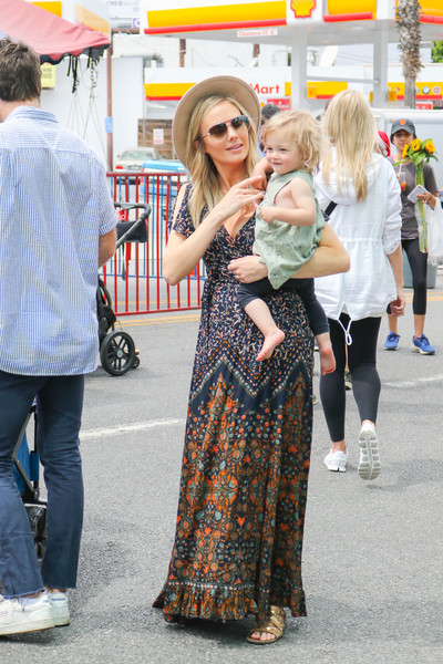 Stacy Keibler Shops At The Farmer's Market