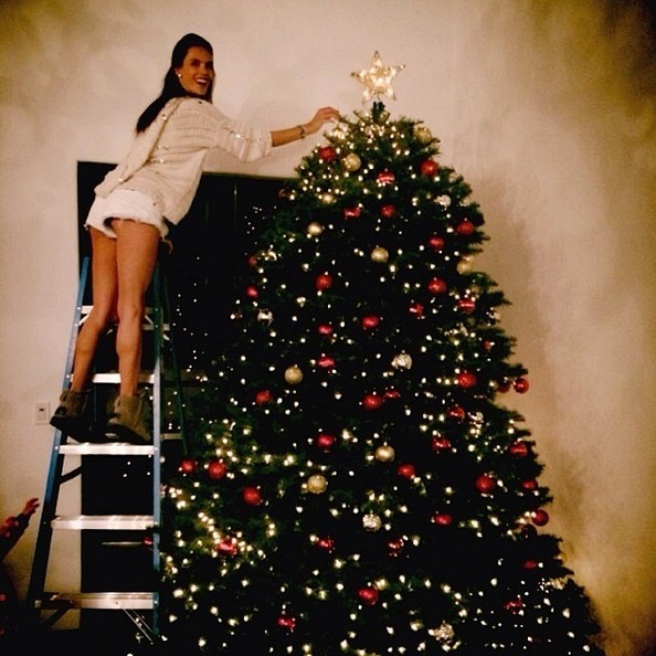 alessandra ambrosio needs a ladder for her christmas tree