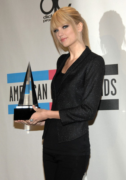 Taylor Swift 2010 American Music Awards - Press Room.