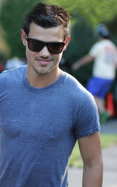 BYLINE: EROTEME.CO.UK.Taylor Lautner was on the set of 'Grown Ups 2' in Massachusetts today.  Lautner plays a frat brother in Adam sandler's latest comedy project.