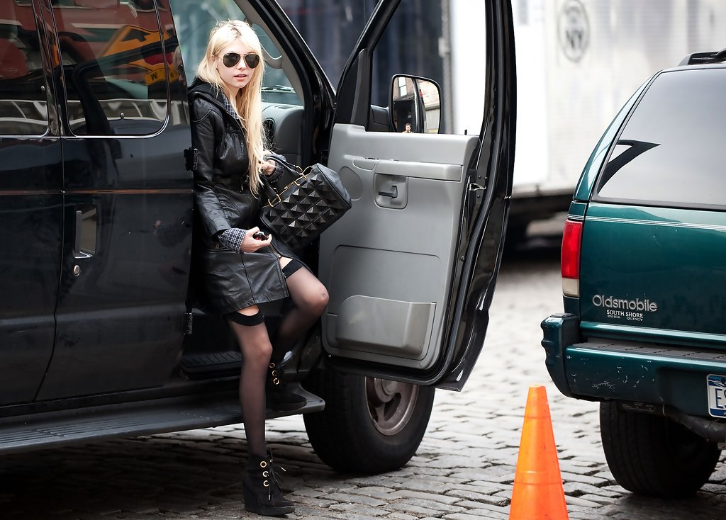 photo of Taylor Momsen  - car