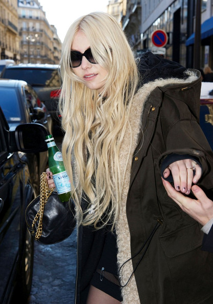 Taylor Momsen Taylor Momsen leaves Sers Hotel in Paris.