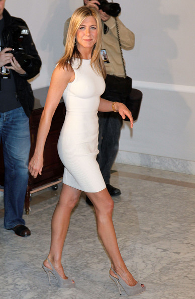 Jennifer Aniston and Gerard Butler attend 'The Bounty Hunter' photocall held at the Villamagna Hotel.