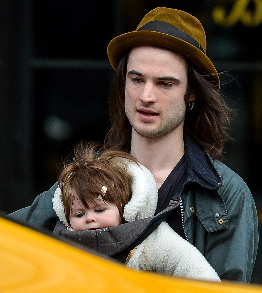 tom sturridge photos photos   tom sturridge carries his