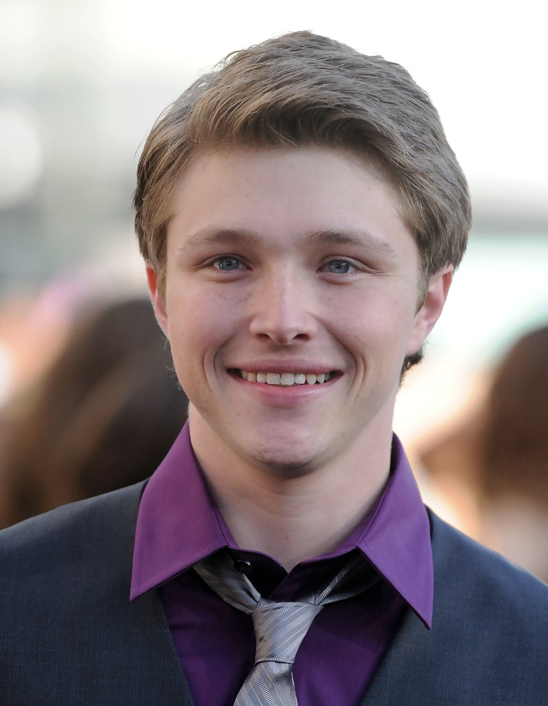 Sterling knight photos photos the twilight saga for The sterling