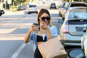 Vanessa Hudgens picks up coffee for two.