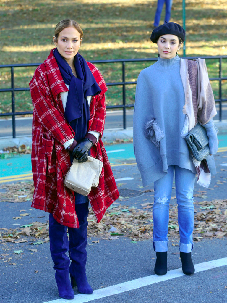 http://www4.pictures.zimbio.com/bg/Vanessa+Hudgens+movie+set+Second+Act+7-t6B67am-Tx.jpg