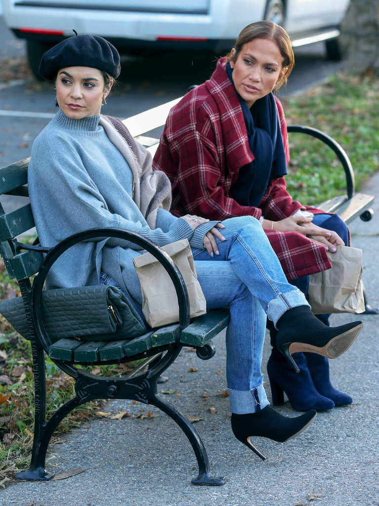 http://www4.pictures.zimbio.com/bg/Vanessa+Hudgens+movie+set+Second+Act+G3rSlzYAPWTx.jpg