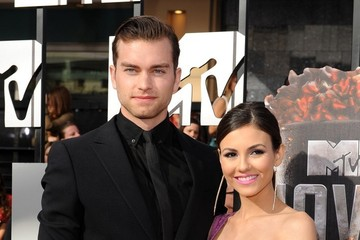 Victoria Justice Pierson Fode Arrivals at the MTV Movie Awards