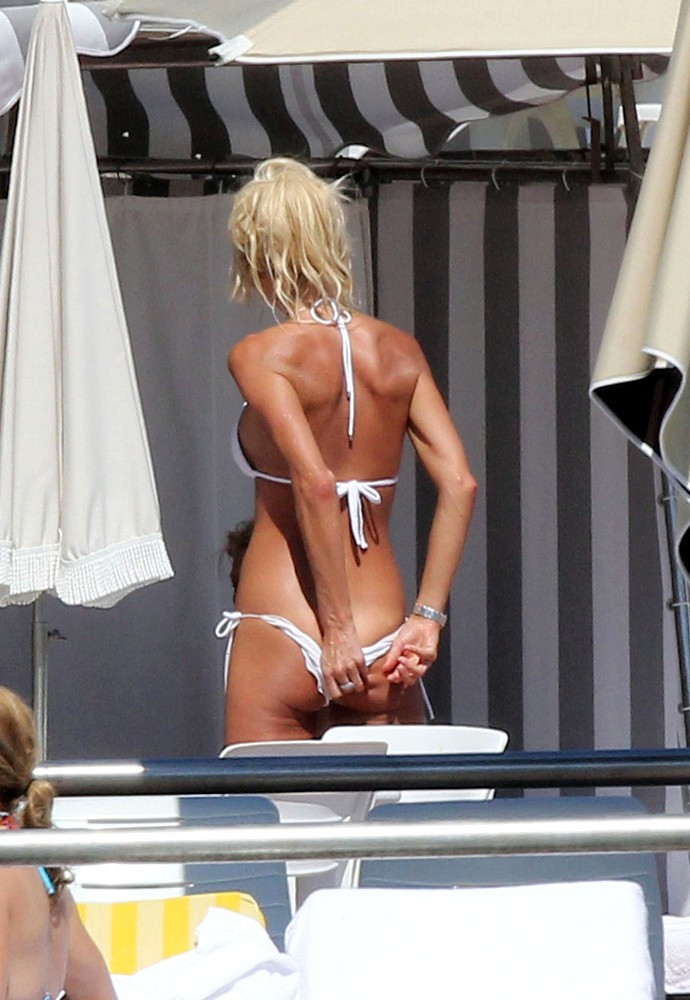 Little Girl Wedgie At The Pool - Sex Porn Images.