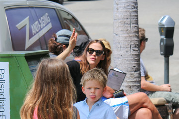 Violet Affleck Jennifer Garner at Church with the Kids