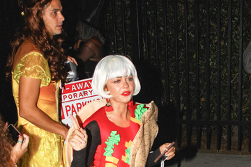 Wells Adams Sarah Hyland Is Seen Outside The Just Jared Halloween Party At Goya Studios