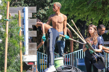 Willow Smith Jaden Smith and Willow Smith Plant Trees