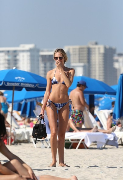 Candice Swanepoel and Doutzen Kroes Hit the Beach