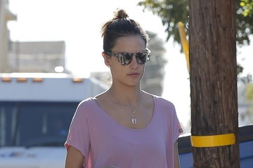 Alessandra Ambrosio Alessandra Ambrosio Goes Out and About in Santa Monica