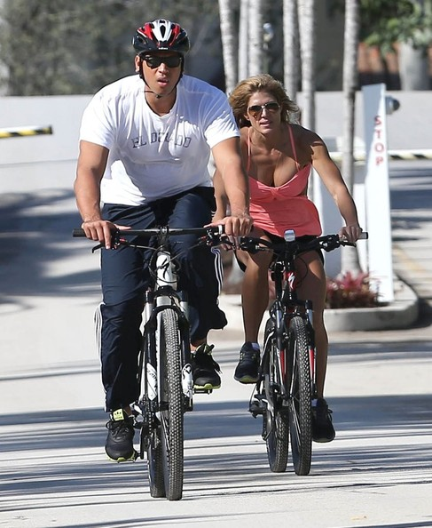 Alex Rodriguez - Alex Rodriguez and Torrie Wilson Out For A Bike Ride In Miami