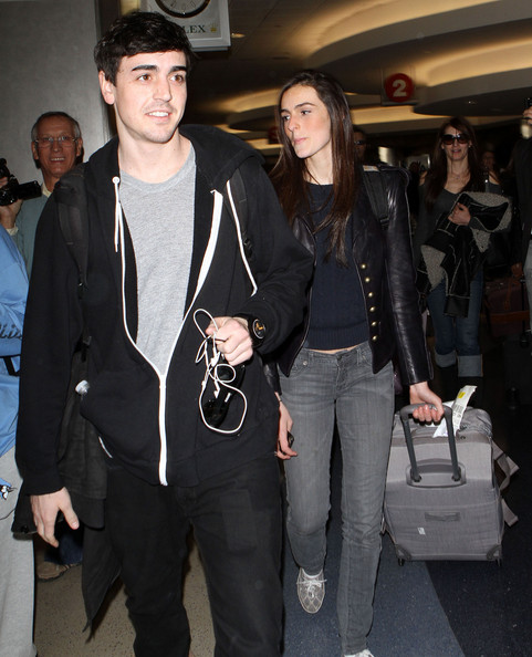 Ali Lohan - Dina Lohan And Kids Arriving On A Flight At LAX