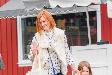 Alyson Hannigan Alyson Hannigan & Her Family Get Ice Cream In LA