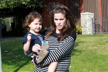 FRANCES BENIOFF Amanda Peet And Her Daughter Spending The Day At The Park