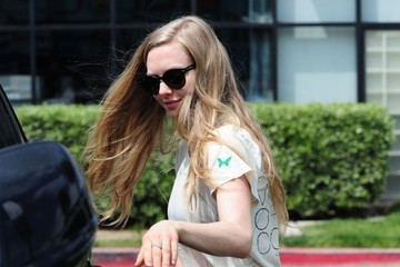 Amanda Seyfried Amanda Seyfried Stopping By A FedEx Shipping Center