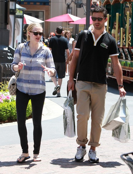 Amanda Seyfried Actress Amanda Seyfried and boyfriend Dominic Cooper seen shopping at Nordstrom and Barnes and Noble for some books at The Grove in Los Angeles, CA.