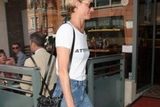 Amber Valletta Stops by a Doctor's Office in Beverly Hills
