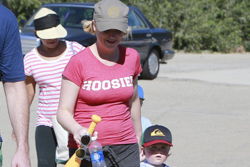 Amy Poehler Abel Arnett Amy Poehler Takes Her Sons To A Softball Game