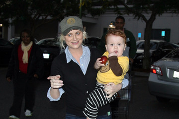 Amy Poehler Archie Arnett Amy Poehler Gets Some Help Shopping From Archi
