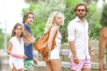 Andrea Pirlo Andrea Pirlo, Valentina Baldini, & Kids Relax by the Poolside in Miami