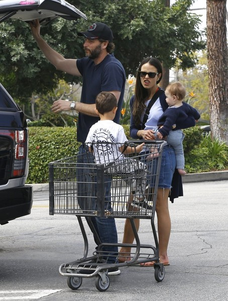 Jordana Brewster Goes Grocery Shopping in Pacific Palisades
