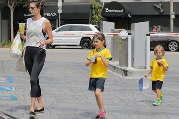 Anja Ambrosio Mazur Alessandra Ambrosio Heads to a Brentwood Park with Her Kids