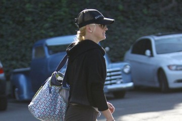 Anna Faris Anna Faris & Family Out For Lunch At Kiwami