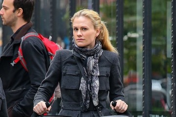Anna Paquin Poppy Moyer Anna Paquin Takes Her Twins for a Stroll