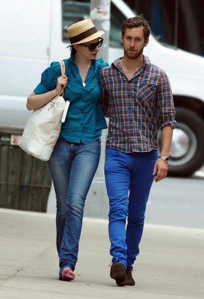 Adam Shulman Anne Hathaway and boyfriend Adam Shulman return home from a day ...